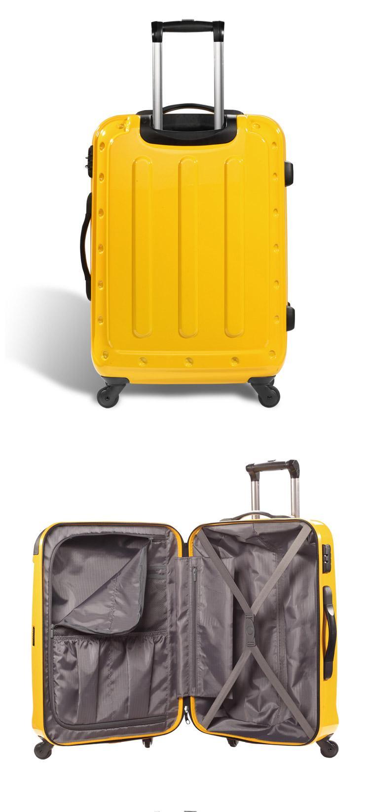 打开的行李箱