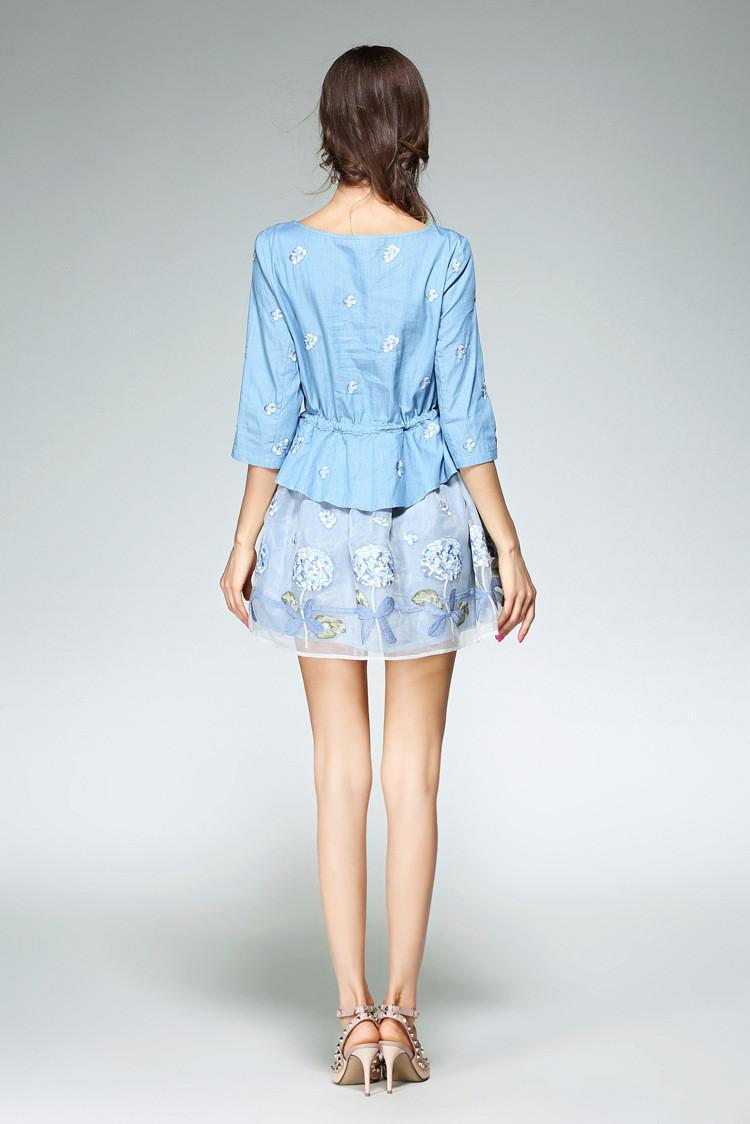 一款时尚外套大衣为你推荐,欧根纱带刺绣花,穿到二尺七无压力