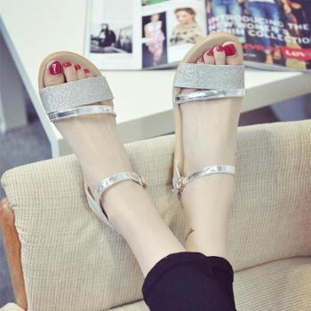夏季韩版女凉鞋露趾平底女鞋百搭亮片休闲一字搭扣新款沙滩学生鞋